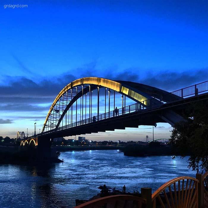 پل سفید معلق